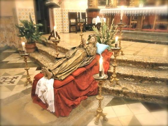 Imatge del llit de la Mare de Déu Dormida exposada el 2014